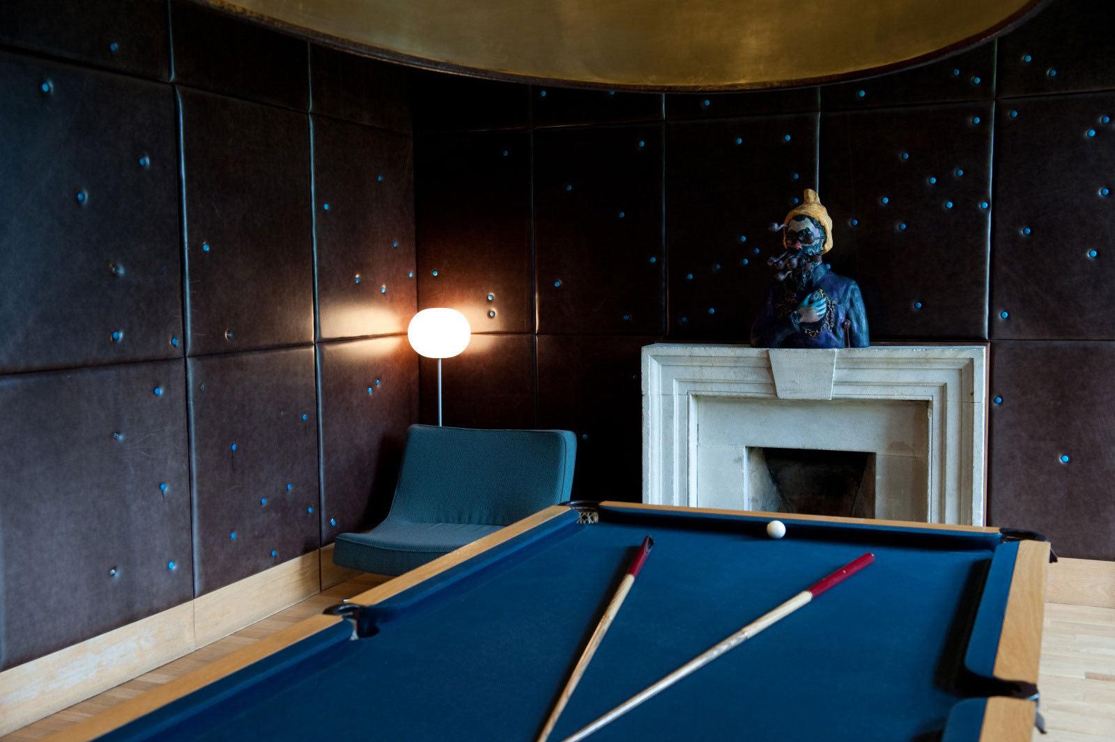 桌面壁纸 欧式楼梯 黑色