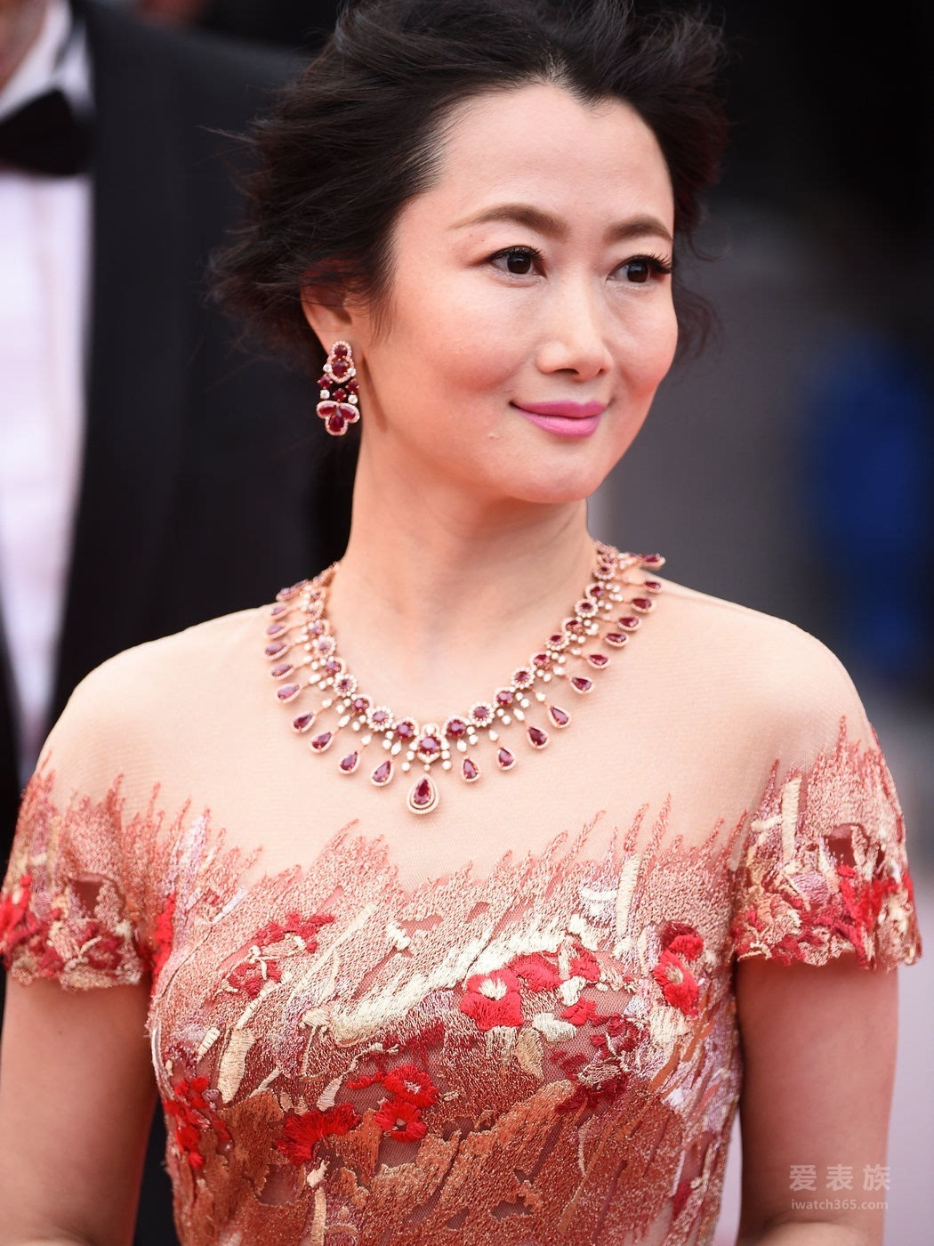 中国女演员赵涛,佩戴Chopard萧邦Red Carpet系列的群星闪耀戛纳红毯 高级珠宝璀璨夺目