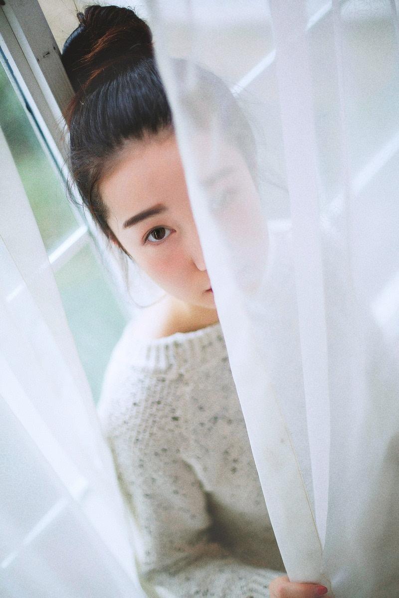 日本清纯素颜丸子头女孩居家写真