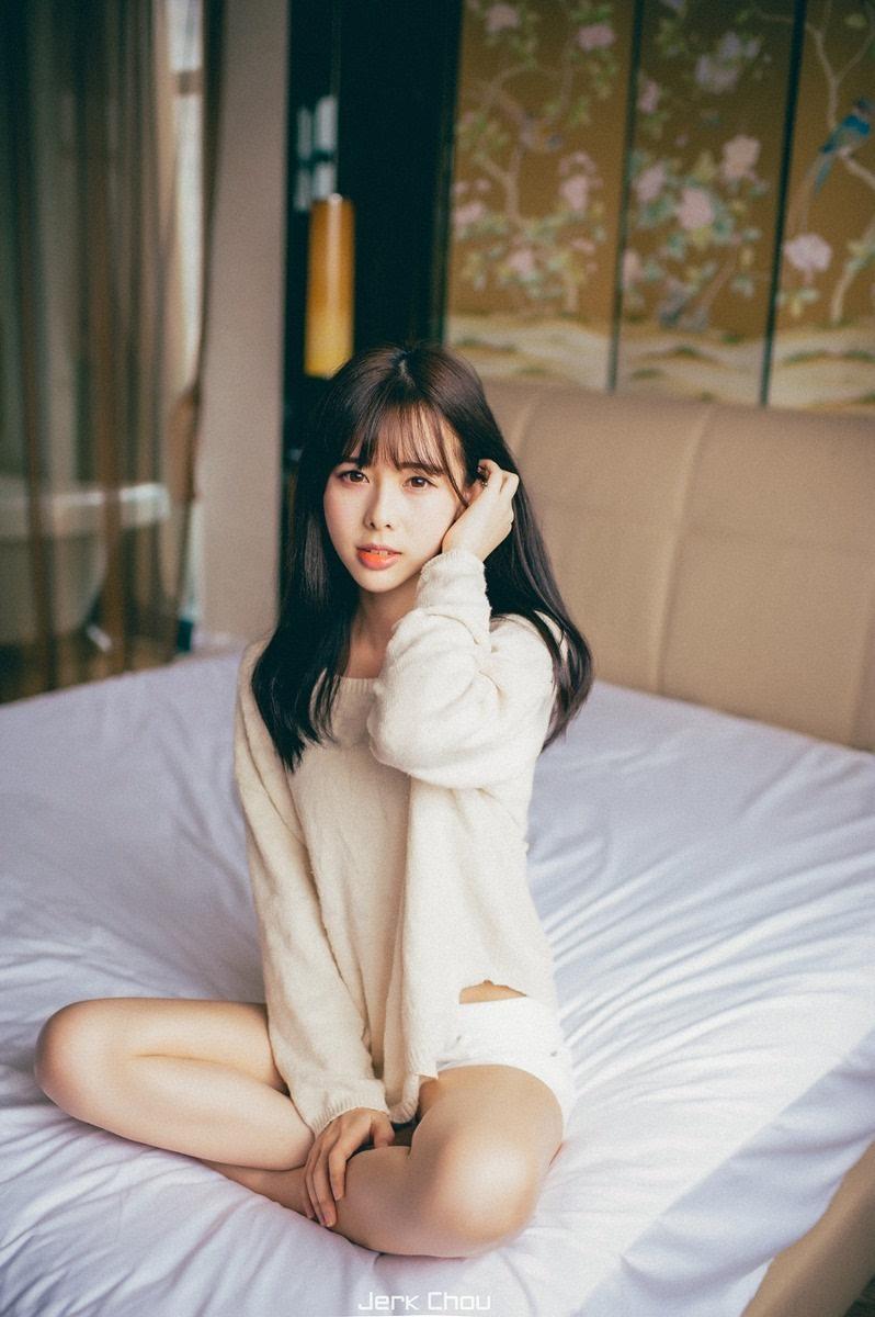 真美女下身裸体_瓜子脸刘海美女宾馆写真