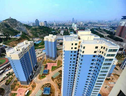 """崂山区城建规划方面的热点问题进行了交流,重点回答了""""张村河两岸旧村"""