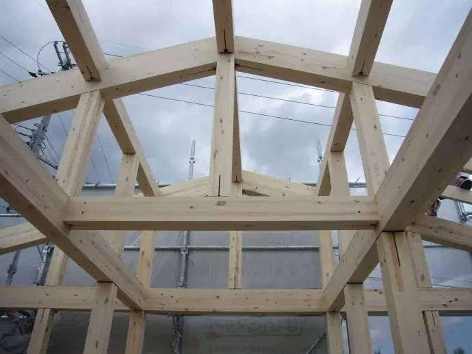 还可见,se构法 / se工法,集成材承重框架,屋顶框架外侧,已经铺设了一图片