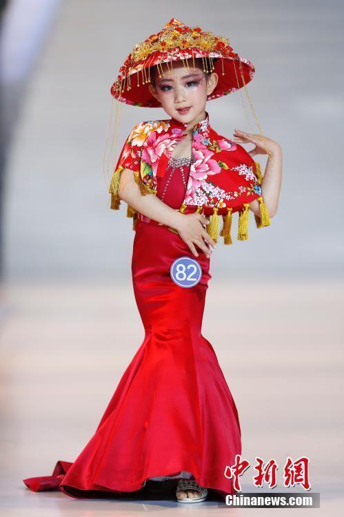 5月14日,2016中国(青岛)国际时装周第五届龟龙-中国少儿时装模特大奖
