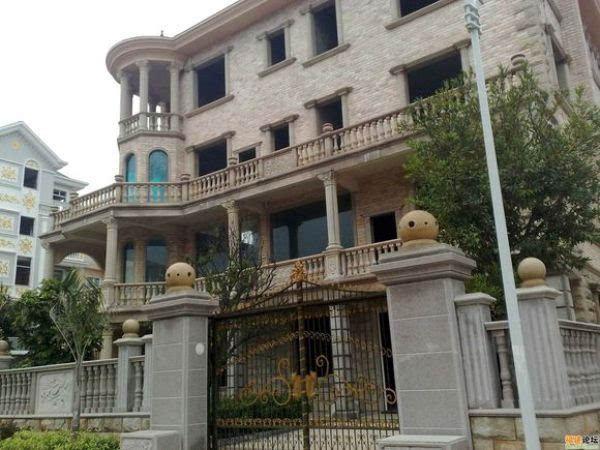 农村小伙自建几何形别墅震惊全村 造价不过25万