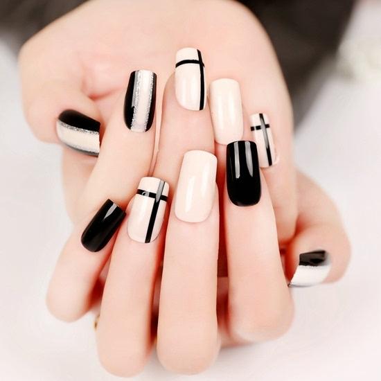 韩国时尚黑白美甲图片