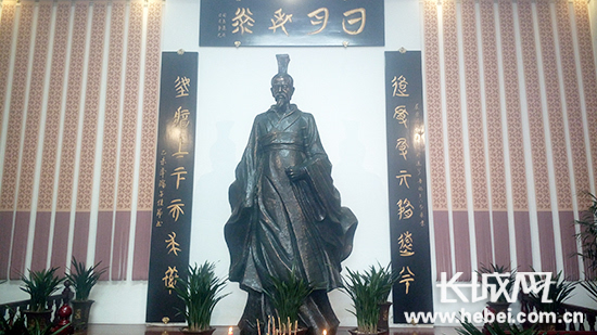 唐山屈原纪念馆内屈原塑像.