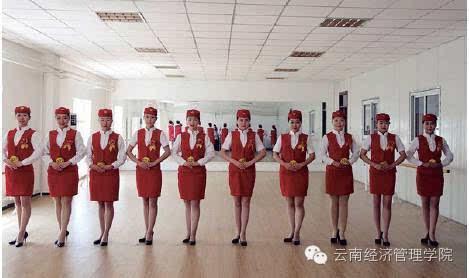 学生参加东航空乘面试