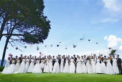 22对玫瑰婚典新人在印尼民丹岛举办婚礼