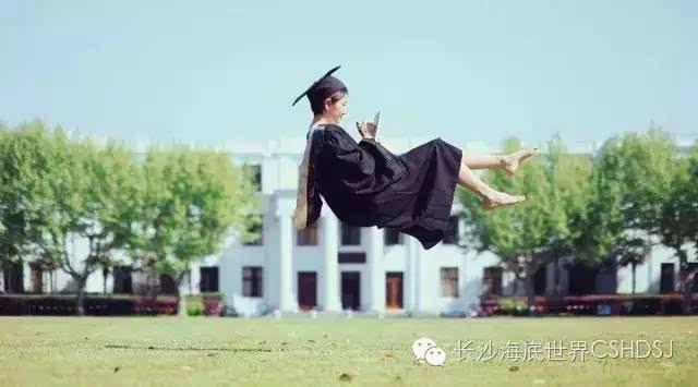 毕业照的那些事儿,侃侃各年代的青春故事