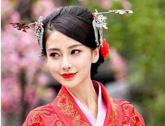 杨颖的古装造型也很美,但是她的古装造型基本上都是一个类型的,没有太图片