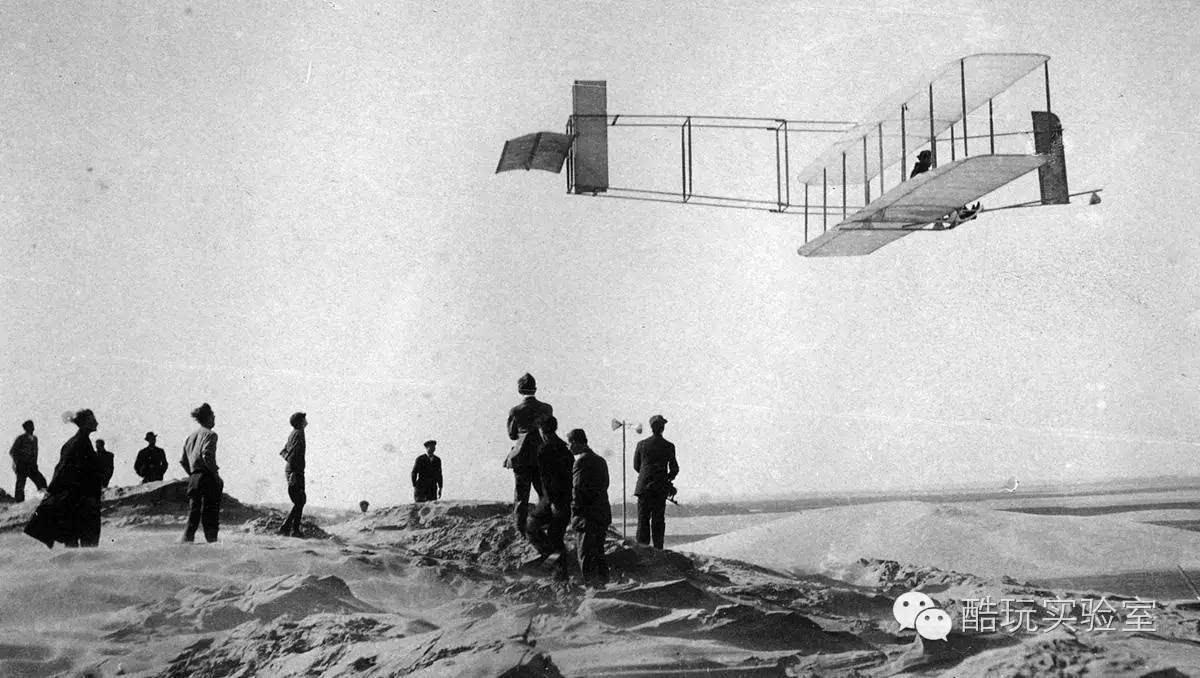 气死莱特兄弟以后,他用自己的飞机帮美国打赢二战