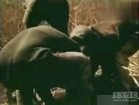 男子将腿伸洞穴 下一幕惊人(组图)