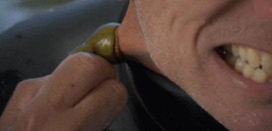 """吓尿!""""吸血鬼鱼""""占领河流吸食生物"""