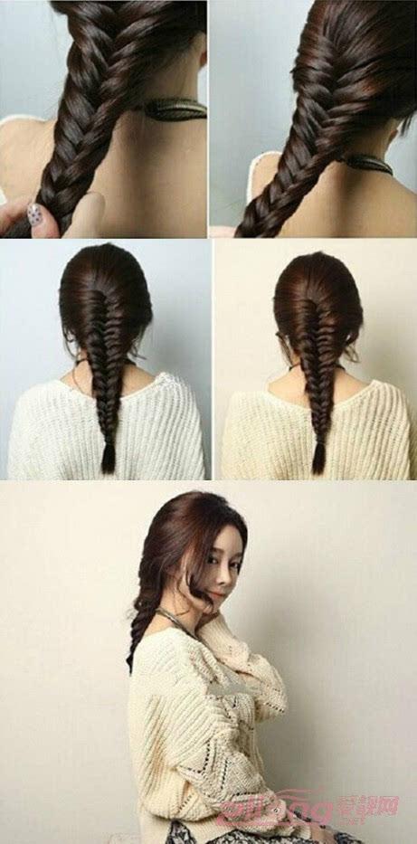 编至两边都没有头发后,发尾处用黑色的橡皮筋扎好;编好后,用手把辫子两边轻轻的拉松一点,这样会显得更加自然。 温馨提示:编的时候,要注意头发的间隔,松紧,粗细,要相间均匀,这样编出来的蜈蚣辫才会更有型有魅力。最后在刘海的造型上可以稍微地进行微卷的烫发设计会更显甜美清新喔。 轻松的几步就能打造出一个唯美的韩式蜈蚣编发,韩式编发一向追求的是丰盈自然,整体造型完成后可以在轻拉发顶,使整体造型和发型都是蓬蓬的感觉,更显随意却又不失个性。你学会了吗? (想知道自己适合什么发型吗?微信添加爱靓网,发型师为您解答!)