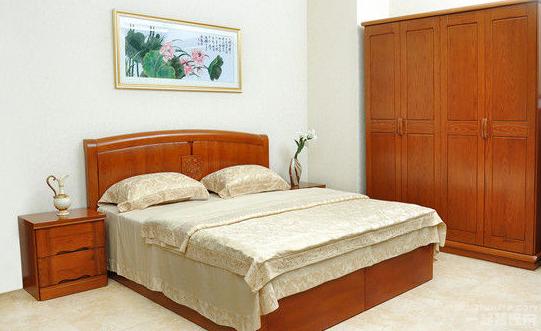 而市场上比较好的橡木家具品牌有联邦家具,曲美家具,珠峰家具,华丰