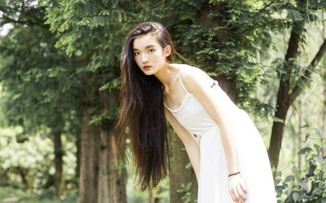 美女户外森系唯美写真桌面壁纸图片