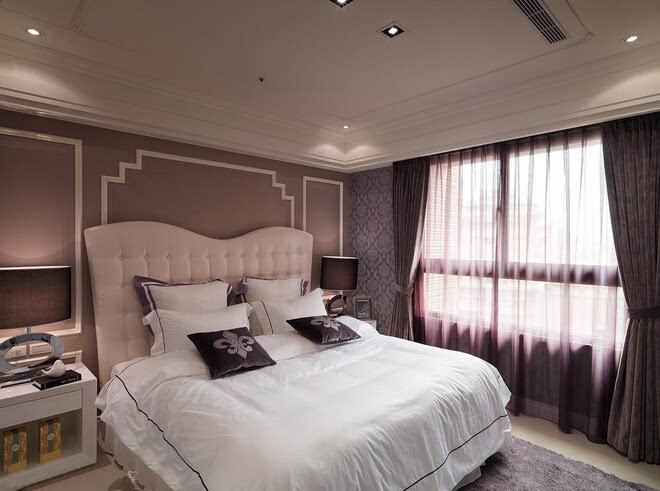 欧式风格对于很多家庭过于厚重,美式与其相结合,大气了很多,美式线条的运用,经典花纹的点缀,都是房间的特色之处,设计师的手法也更接近女业主心中所想客厅中使用的是石材背景墙与欧美风情的结合,护墙板做了沙发背景,加上石膏线条,轮廓勾勒得清晰硬朗,吊顶造型同样使用了带有拐角的造型