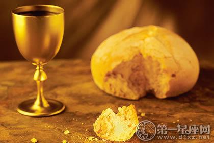 ,整个圣餐代表我们纪念主为我们被钉十字架.   在基督教内只有两大