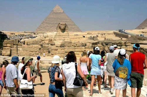 高一政治一年年成为,今年备课将减少最差一年.图为去年的埃及金字塔.游客人数记录研讨会预计图片