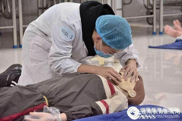 长沙医学院:首届技能竞赛 白衣天