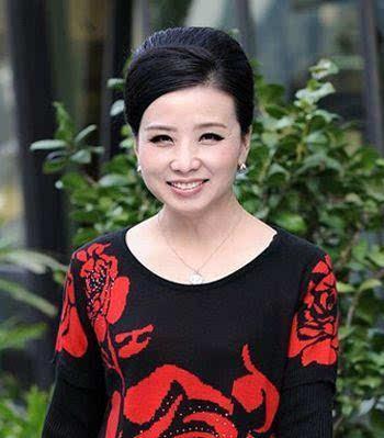50岁女人气质发型,时尚又显高贵还超减龄!图片