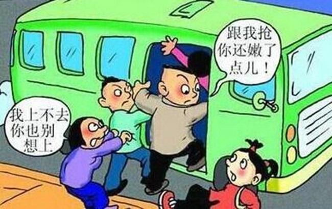 每逢上下班高峰,每当公交车进站,乘客总是一窝蜂往车上挤,你推我搡的,存在很多安全隐患。 5月23日下午6时许,记者在秦州区大众路一公交站台等车,此时正值上下班高峰期,车站人头攒动,四五辆公交车陆续进站,几乎辆辆爆满。尽管车还没有停稳,一些乘客就开始抢着上车。后面的车只得在距离站牌很远处就打开车门,候车的乘客为尽快上车抢着挤向车门。