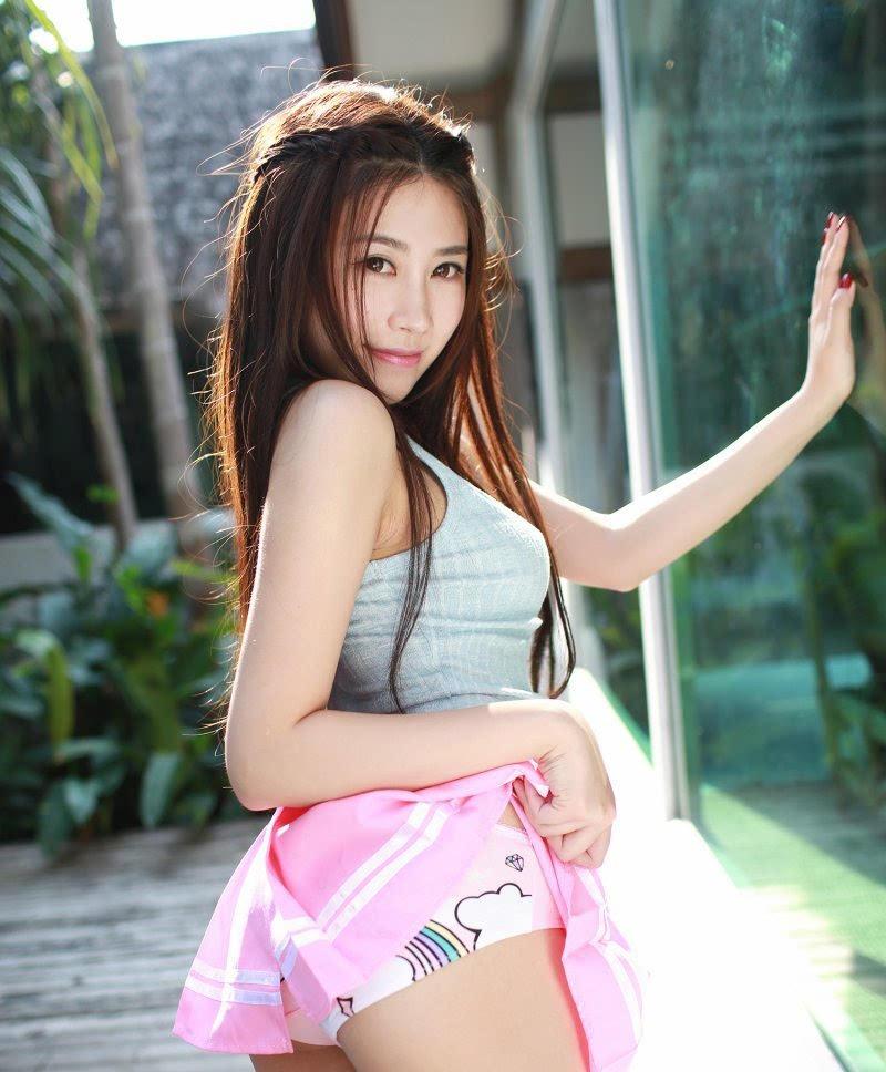 美女麻豆许诺Sabrina超短裙美腿写真
