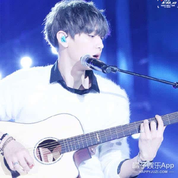 弹吉他的男生很有魅力
