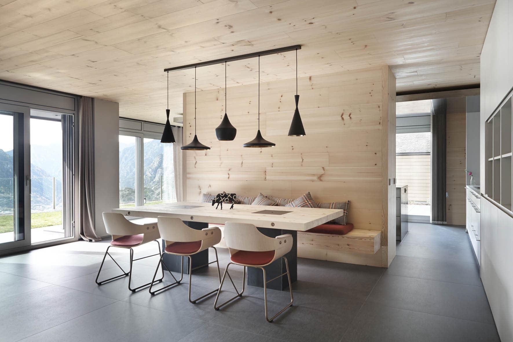 农村别墅室内从天花板到隔断墙,从桌椅板凳到家具摆设,大部分都是没有