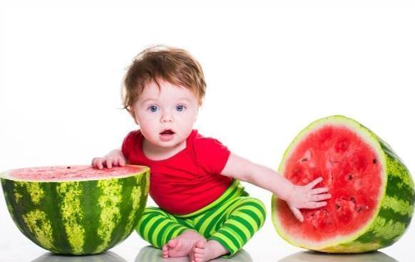 来了,婴儿能不能吃西瓜 宝宝多大可以吃西瓜