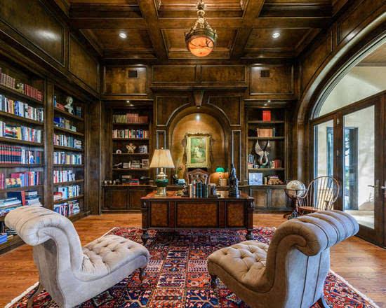圆弧形的墙柜装饰颇具古典欧式的魅力,软包沙发深棕色的红木,打造出一