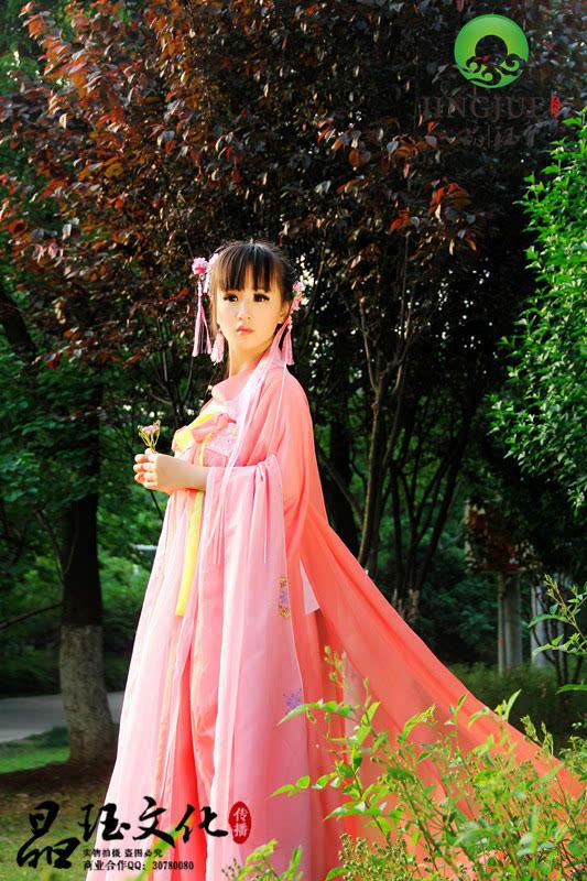 刘海长红裙古装美女