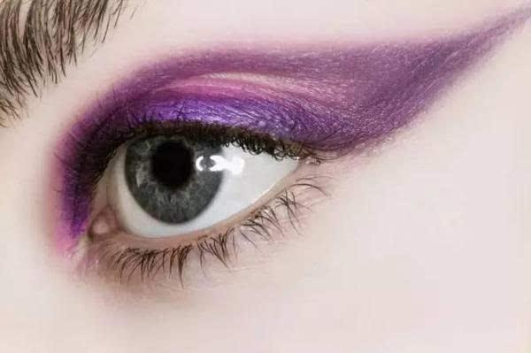 """美丽的""""孔雀屏""""眼影,很是有创意.图片"""