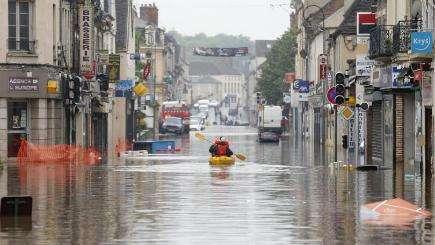 欧洲遭洪水威胁 法国卢浮宫闭馆(图)