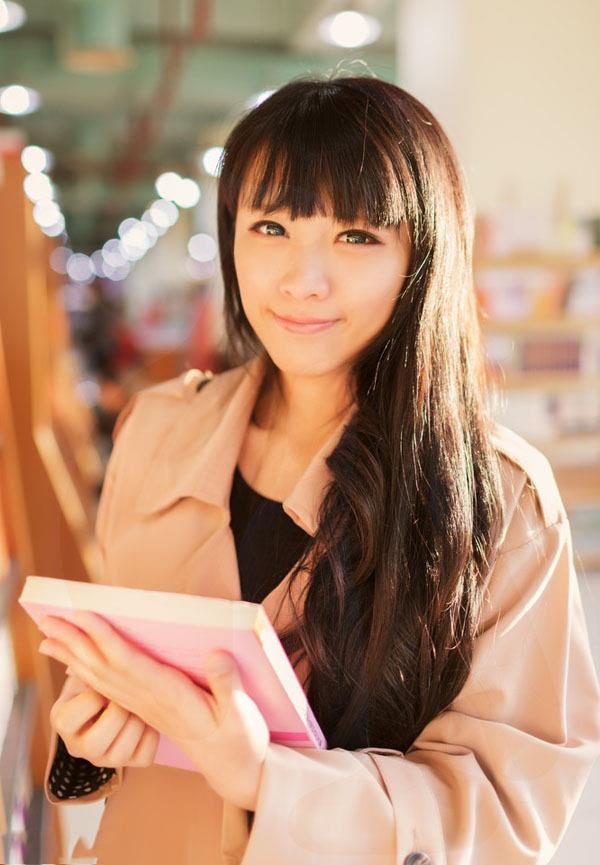 齐刘海小清新美女luna书店美女写真摄影