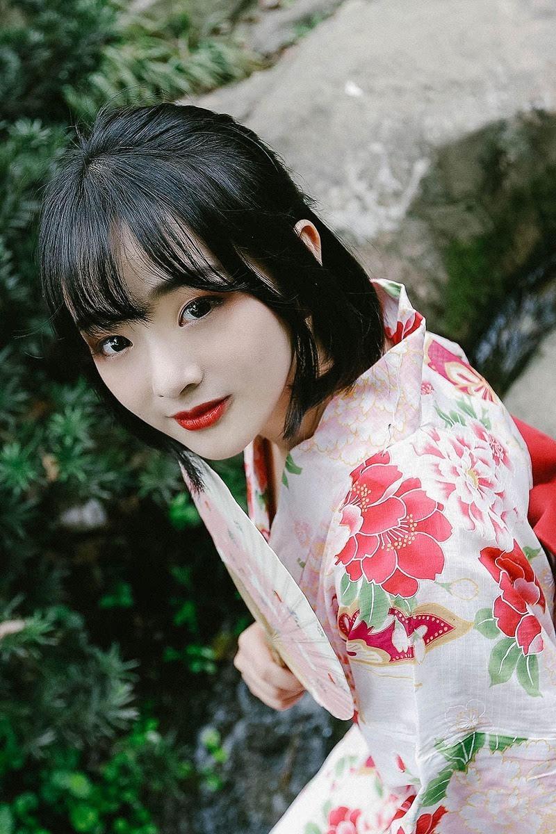 日本短发和服红唇美女