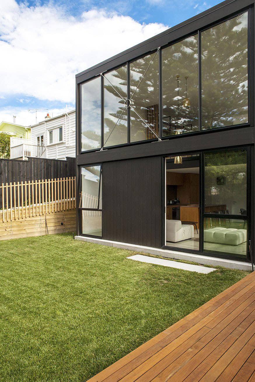 二层别墅图片大全_一个黑盒子的楼房设计