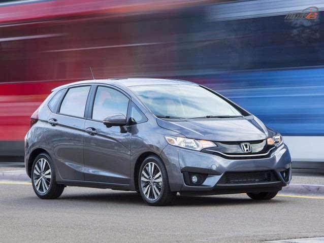 价格:19,025美元 它出现在名单上的原因是:虽然有些汽车刊物对其适用性有些批评的言论,但《美国消费者报告》发现了这个微型的汽车除了耗油少、十分经济外,还有敏捷的操控性和良好的内部空间,这些都让人印象深刻。 最佳紧凑型轿车:斯巴鲁翼豹(Subaru Impreza)  价格:21,345  22,345美元 出现在名单上的原因:斯巴鲁翼豹重回《美国消费者报告》的热门推荐名单。斯巴鲁的驾驶操控、内部空间和安全技术都非常不错,而且通过了很强的碰撞测。它的全轮驱动系统,更是增加了色彩。 最佳豪华SUV: