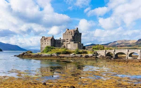 从瑞士西庸城堡中汲取灵感,创造出了艾瑞克王子的海边城堡.