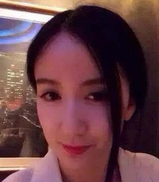 系列电视剧中,娄艺潇扮演的胡一菲被无数网友称赞为大美女,大眼睛,高