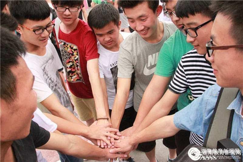 吉首雅思教师高中着红衫为v教师壮行-搜狐王元雯高中图片