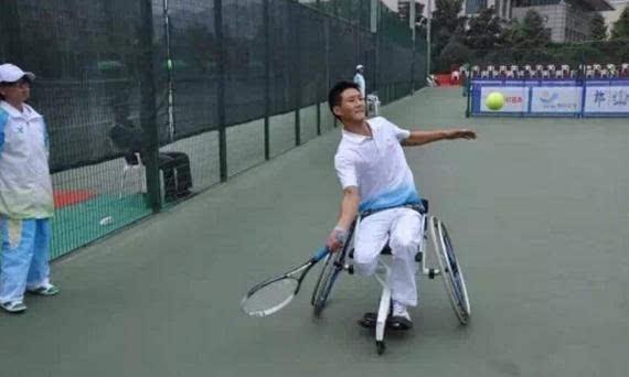 汶川截肢男孩夺轮椅网球世界冠军 地震救人被埋
