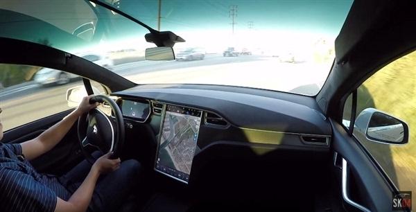 Model X挡风玻璃过大 特斯拉机智解决 - 微信公