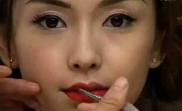 杨颖妆前妆后差距居然这么大,素颜美女难寻啊!
