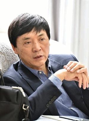 记者专访曹文轩 好儿童文学作品有三个标准