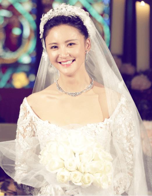 长发新娘皇冠白纱发型