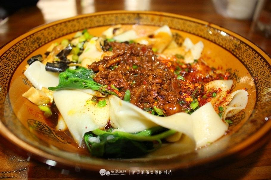白鹿原民俗文化村依托美食文化 勺勺客主厨让味道有