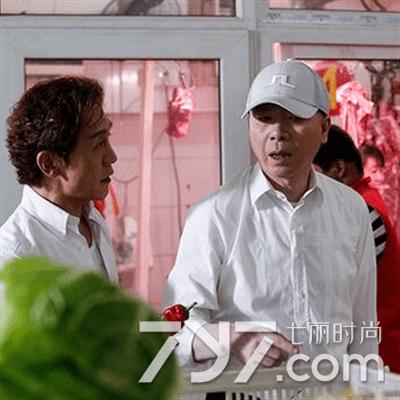 冯小刚买菜砍价 网友调侃影帝的生活技能简直是满点!