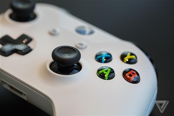 Xbox One S真机上手:体积缩小40%的照片 - 8