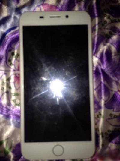 iPhone 7白色版真机首曝光:Home键大改变的照片 - 2